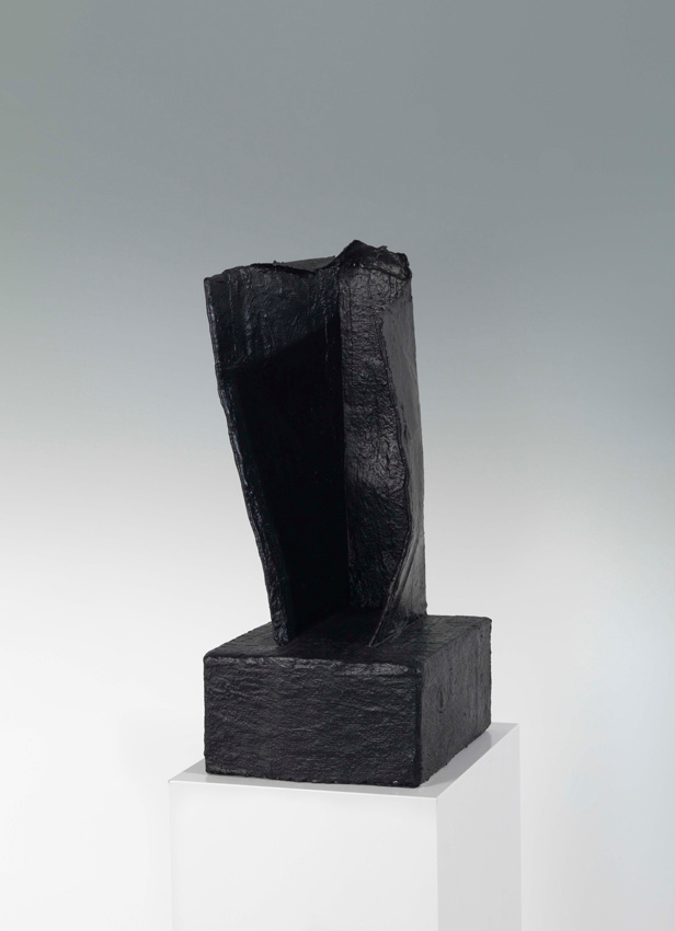 Einschlag, 2016, Karton, Acryl, Gips und Styropor, 51,5 x 26 x 22,5 cm